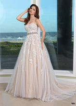 Load image into Gallery viewer, Da Vinci '50231' size 12 used wedding dress front view on model