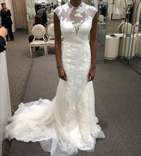 Load image into Gallery viewer, Vera Wang White '351427' size 4 new wedding dress front view on bride