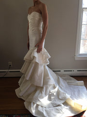 Oscar de la Renta '22n07' size 2 new wedding dress side view on bride