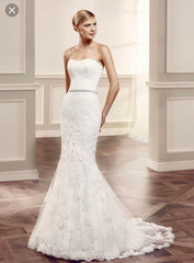 Enzoani 'Mode' size 4 used wedding dress front view on model