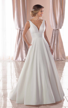 Load image into Gallery viewer, Stella York '6758' size 4 used wedding dress front view on model