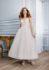 Moonlight 'Tango T750' size 6 new wedding dress front view on model