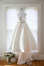 Load image into Gallery viewer, Camille's Of Wilmington 'CWS18-105' size 14 used wedding dress front view on hanger