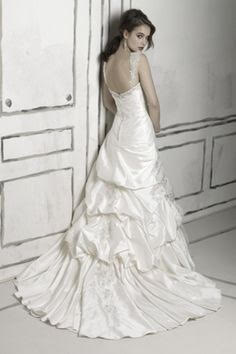 Justin Alexander '8506' size 4 used wedding dress back view on model