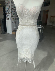 NettaBenShabu 'Custom' size 4 used wedding dress front view on mannequin