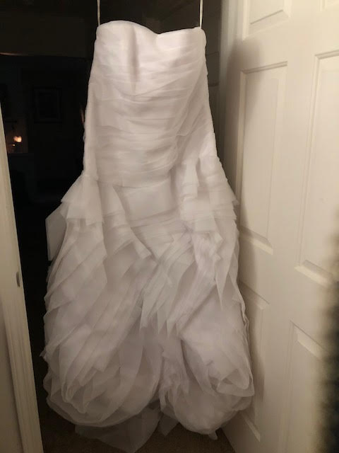Vera Wang White 'Trumpet' size 24 new wedding dress front view on hanger
