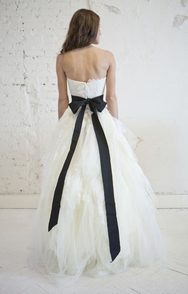 Vera Wang Chantilly Lace Eliza Wedding Dress - Nearly Newlywed Wedding Dress Shop - Nearly Newlywed Bridal Boutique - 2