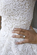 Load image into Gallery viewer, Oscar de la Renta 'Crochet Lace' - Oscar de la Renta - Nearly Newlywed Bridal Boutique - 1