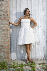 Oscar de la Renta 'Crochet Lace' - Oscar de la Renta - Nearly Newlywed Bridal Boutique - 4