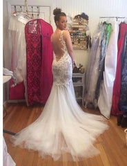 Watters 'Cinzia' size 6 used wedding dress back view on bride