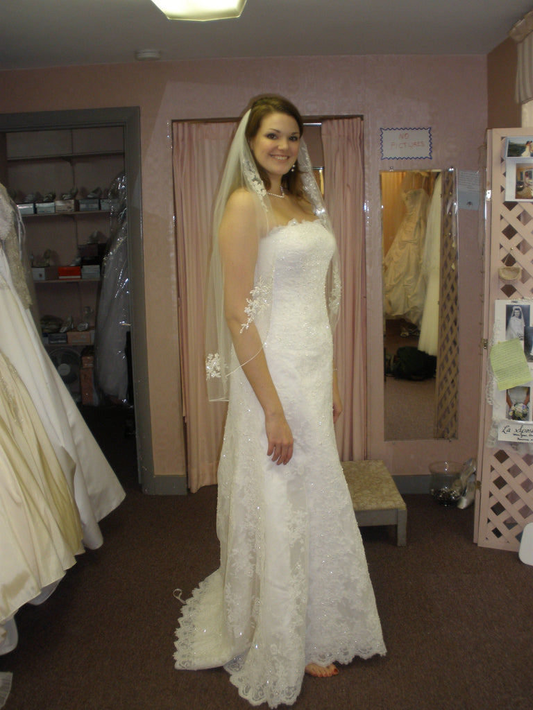 San Patrick 'White' size 12 used wedding dress side view on bride