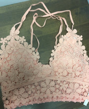 Load image into Gallery viewer, Bralette crochet flowers