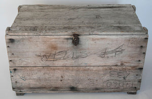 Wonderwall Wood Vintage trunk with rustic latch