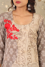 Load image into Gallery viewer, Grey Daabu Printed Flower Embroidered Straight Kurti
