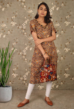 Load image into Gallery viewer, Kalamkari Print Coin Neckline Straight Kurti