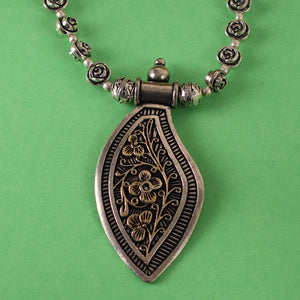 The Spell-binding Royal necklace