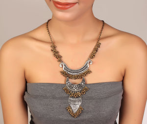 Multi-layered oxidised necklace