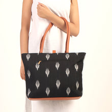 Load image into Gallery viewer, Checked Elie Printed Tote