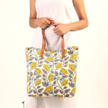 Load image into Gallery viewer, Monochrome Floral Print Bucket Bag