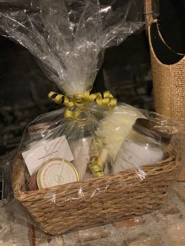 EssentialLeah Gift Basket