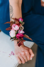 Load image into Gallery viewer, Vallarta Wrist Corsage
