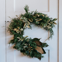 Load image into Gallery viewer, Fresh Evergreen Wreath