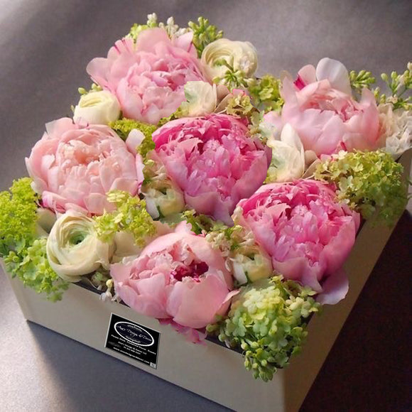 BEAUTIFUL FRESH FLOWERS ARRANGEMENT WITH PEONIES
