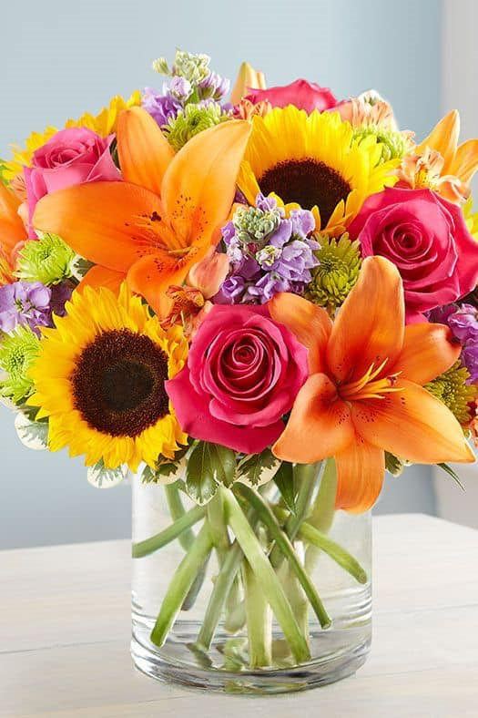 BEAUTYFULL FRESH ROSES, LILIES AND SUNFLOWERS ARRENGEMENT