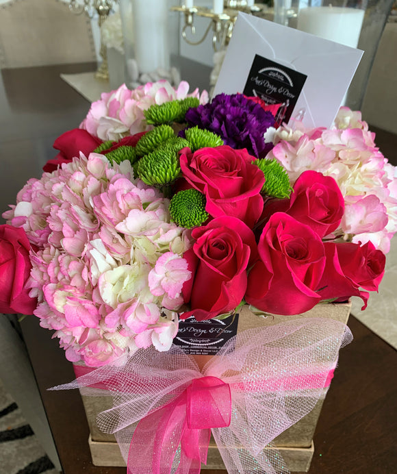 BEAUTYFUL FRESH FLOWERS ARRENGEMENT LUXORY BOX