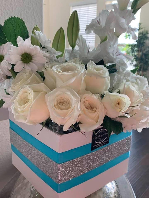 BEAUTIFUL FRESH FLOWERS ARRANGEMENT LUXORY FLORAL BOX