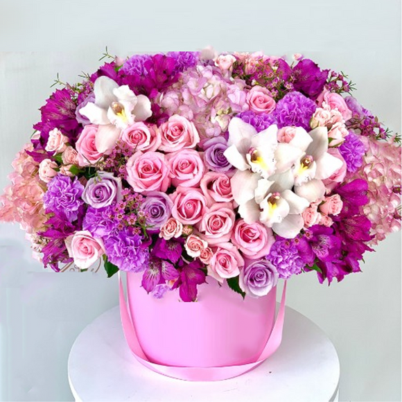 BEAUTIFUL FRESH FLOWERS ARRANGEMENT