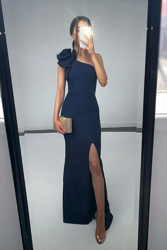 Designer Dress Hire Perth | Kylies Kloset.  SUE GOWN by Bariano.  Hire dresses for School Balls, Race Day or a Wedding Luxury Clutches and Headpieces also available to rent.
