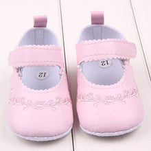Load image into Gallery viewer, Patterned Baby Shoes Pink - littletingles
