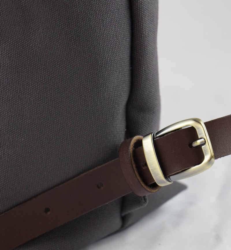 Backtote: Zipper Top, Antique Brass Hardware