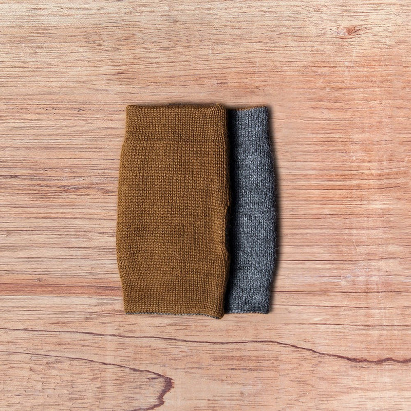 Inside out gloves made of alpaca wool in the color brown and grey