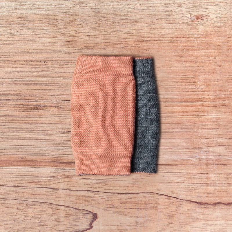 Inside out gloves made of alpaca wool in the color coral and grey