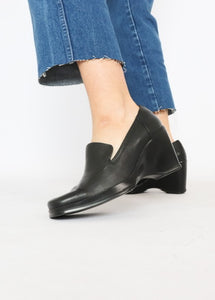 Vintage Nine West Leather Wedge Mules (8)