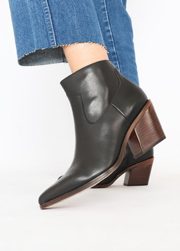 Rag & Bone Classic Black Butter Leather Bootie (9.5)