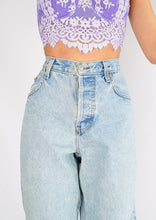 Load image into Gallery viewer, Vintage Guess Light-Wash Denim (L)