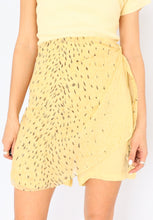 Load image into Gallery viewer, Vintage Butter Yellow Silk Speckled Skort (XS, S)