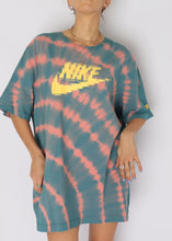 Load image into Gallery viewer, Nike Peach Tie-Dye Tee (Mens XL)