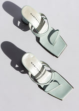 Load image into Gallery viewer, Vintage Seafoam Leather Strappy Sandals (6)