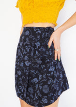 Load image into Gallery viewer, Vintage Blue Floral Mini Skirt (M, L)