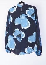 Load image into Gallery viewer, Babaton Blue Floral Blouse (L)