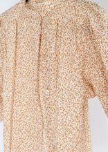 Load image into Gallery viewer, Vintage Orange Floral Puff-Sleeve Blouse (S, M)