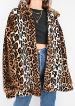 Load image into Gallery viewer, VINTAGE FUZZY LEOPARD PRINT JACKET (L)