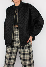 Load image into Gallery viewer, VINTAGE BLACK QUILTED JACKET (S, M)