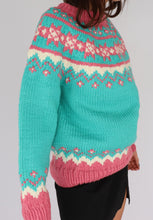Load image into Gallery viewer, VINTAGE BUBBLEGUM PATTERNED HAND-KNIT SWEATER (L)
