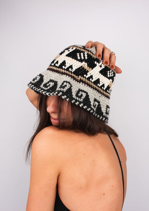 VINTAGE HAND-KNIT WOOL BUCKET HAT