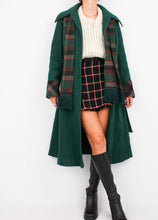 Load image into Gallery viewer, VINTAGE GREEN WOOL PLAID COAT (XS)